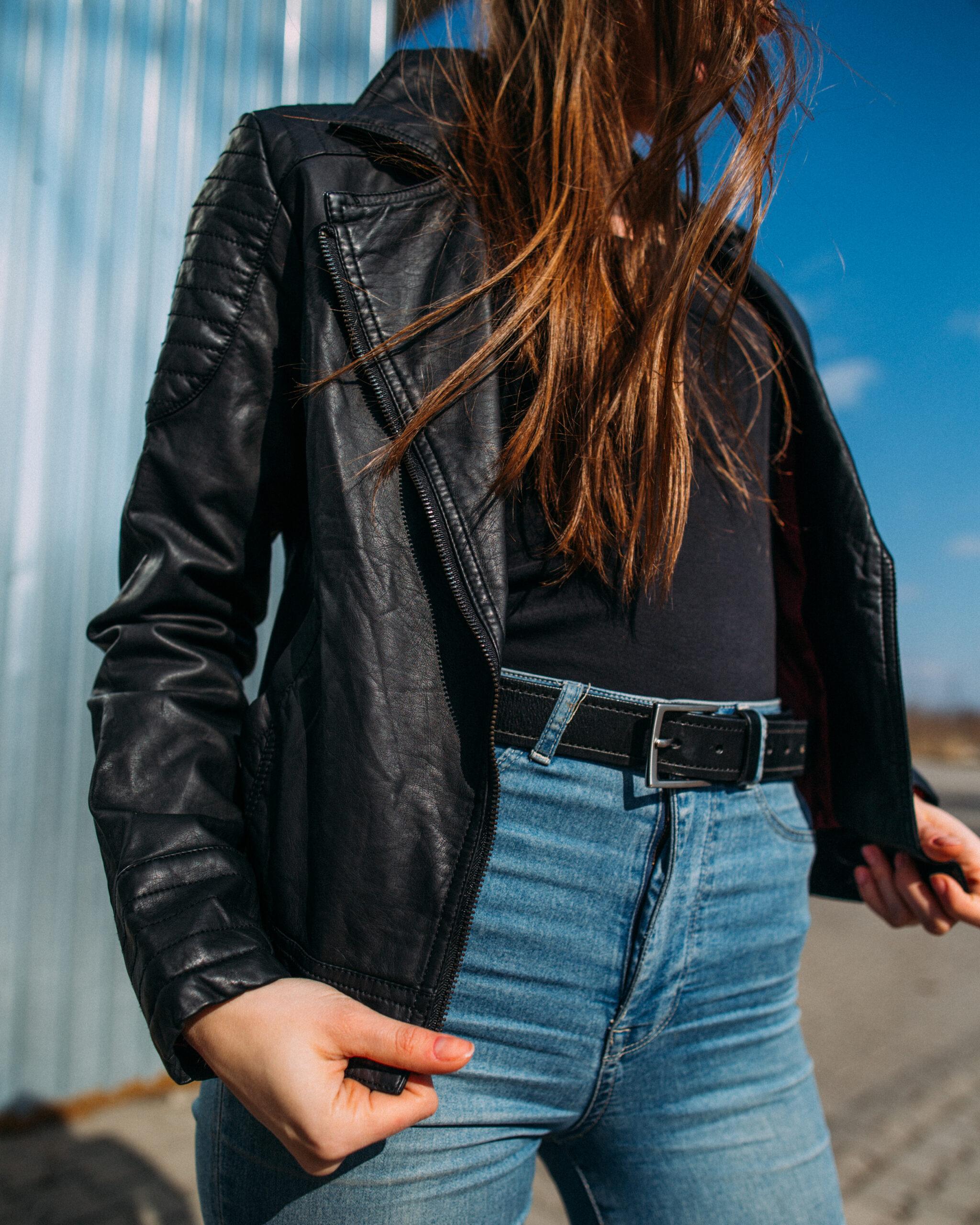 skórzana kurtka ramoneska jeansy